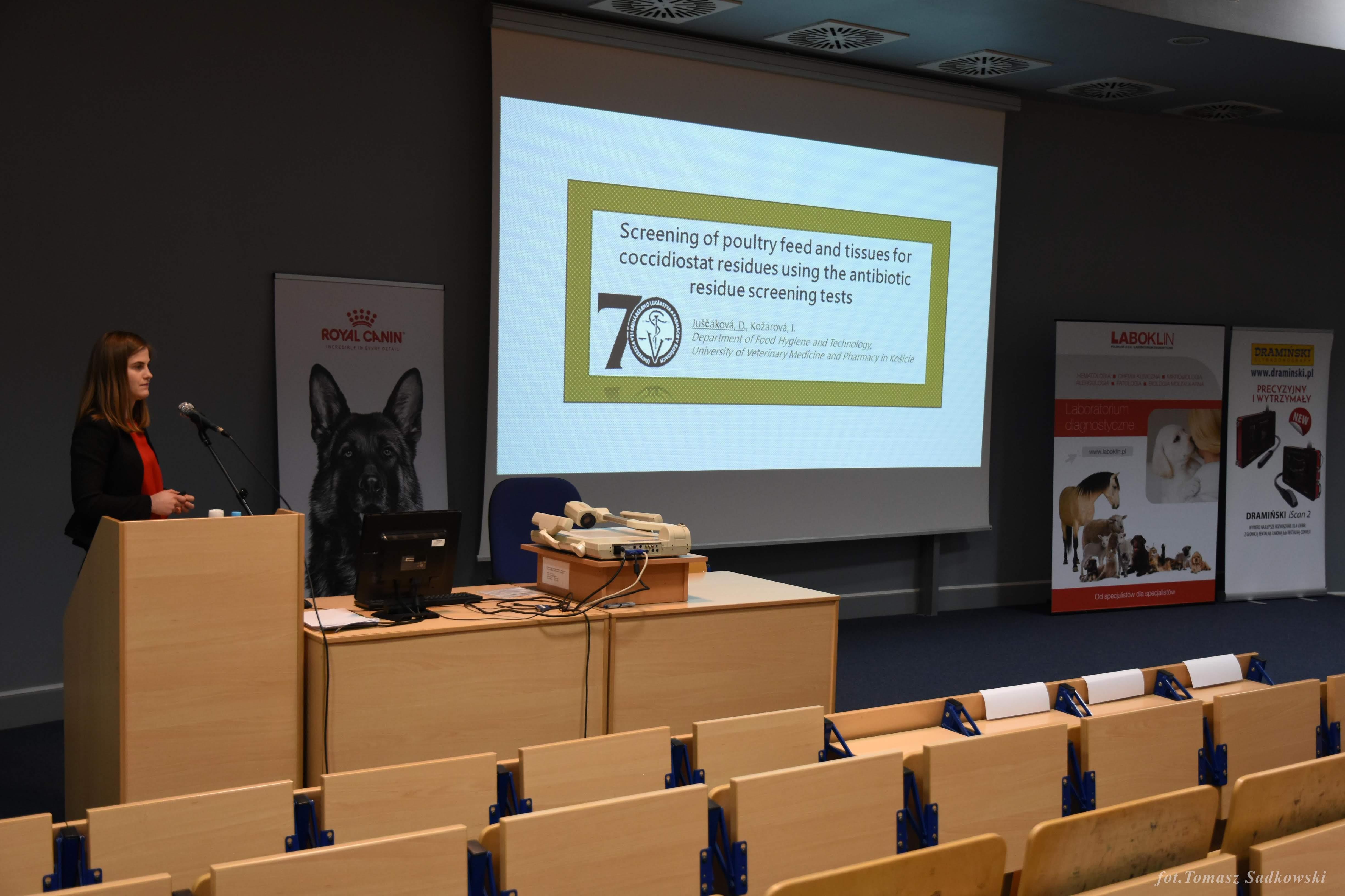 Daniela Jucsakova presenting her work during PhD session