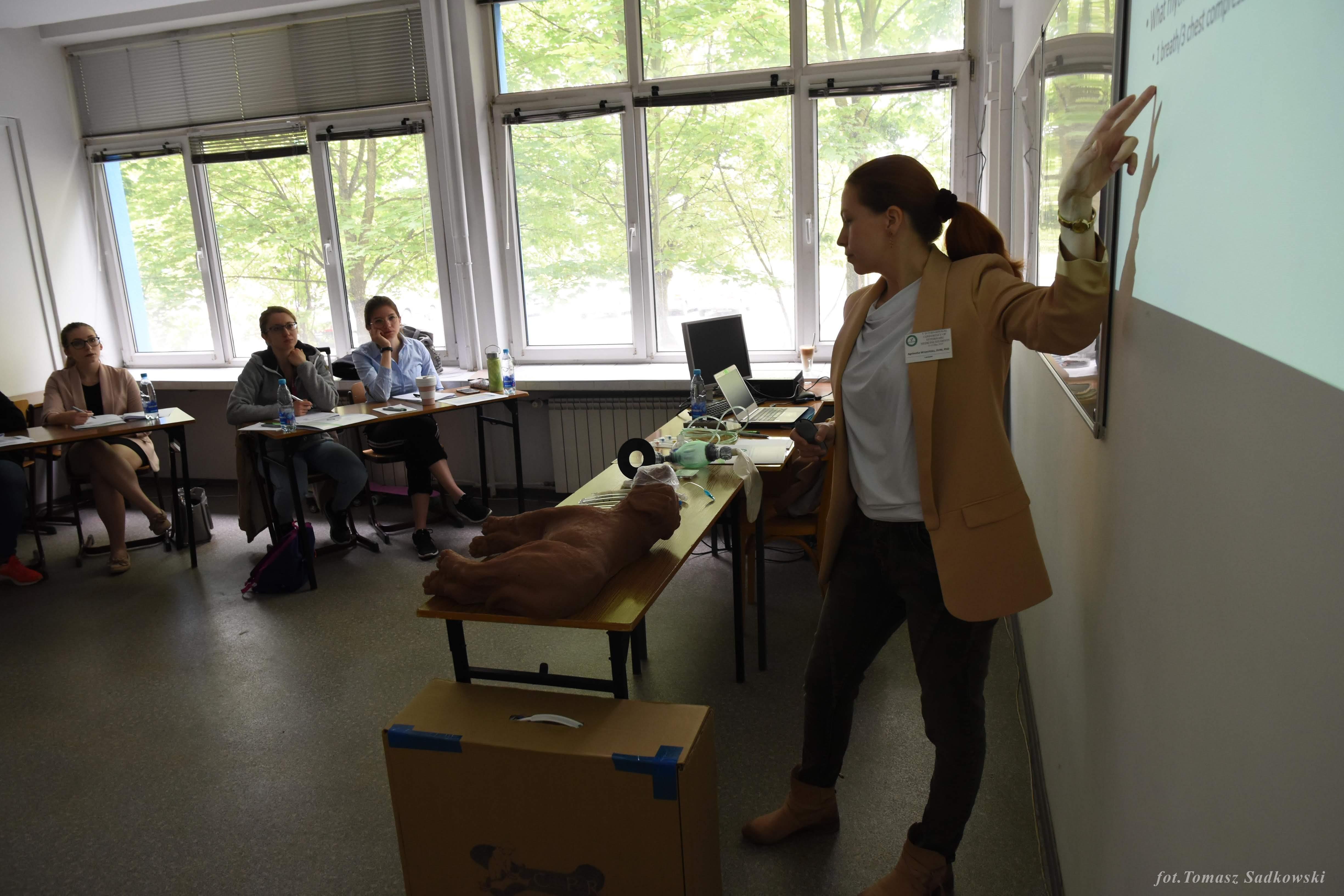 dr Wrzesińska during CPR workshops