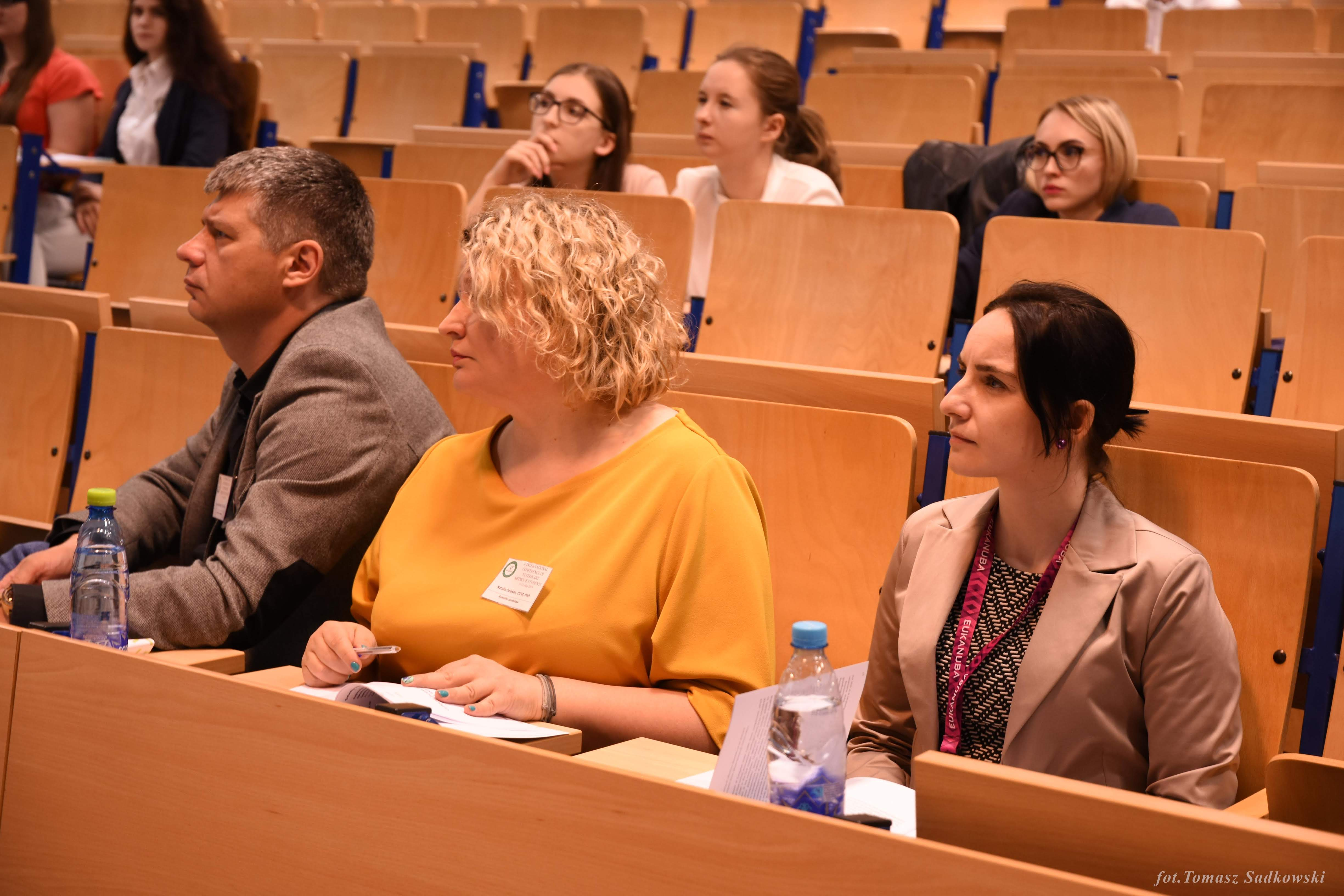 from the left Lucjan Witkowski DVM PhD, Natalia Dziekan DVM PhD, Izabella Dolka DVM PhD during farm animals session